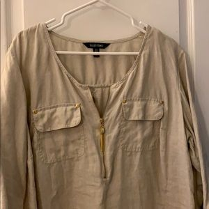 Khaki linen blouse w gold accessories